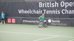 Lauren Jones playing wheelchair tennis